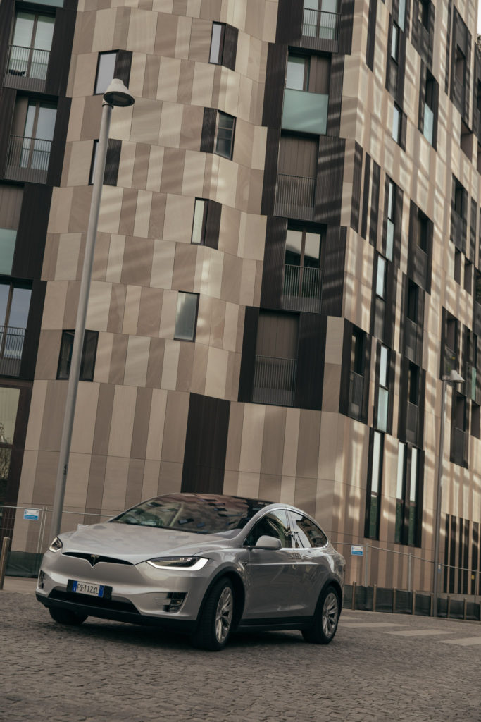 tesla_modelX_suv_luxury_car_electric_power